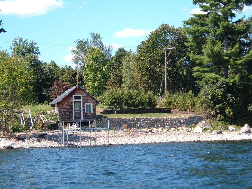 Waterfront cottage on the bay lake champlain ny for Lake champlain cabins and cottages